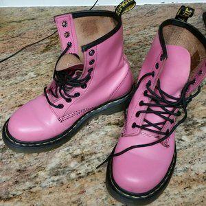 LIKE NEW Dr. Martens delaney boots-US 6